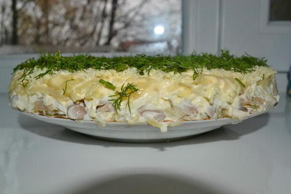 Салаты с курицей и маринованными грибами: простые рецепты