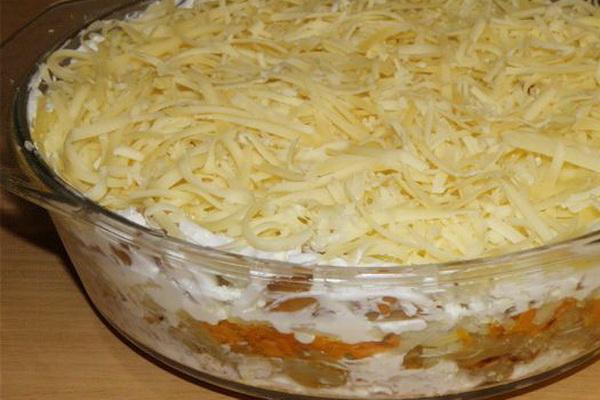 салат из курицы и грибов слоями