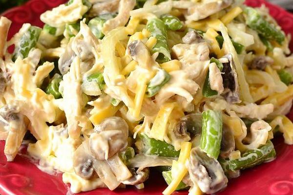 Салат с курицей грибы огурчики