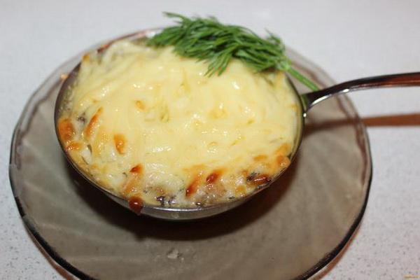 Жульен из шампиньонов и курицы: классические рецепты и вариации