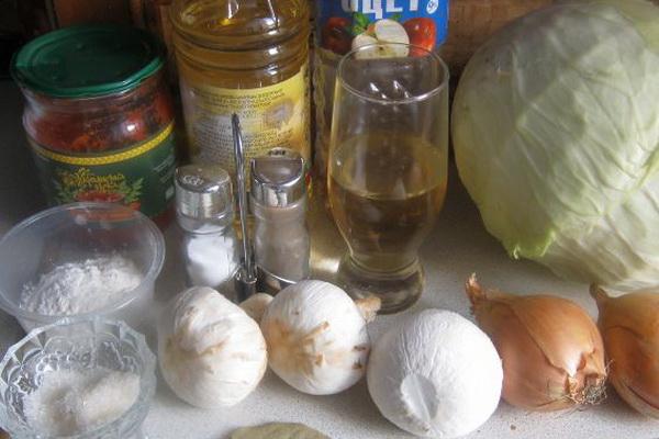 Тушеная капуста с мясом и грибами: рецепты приготовления