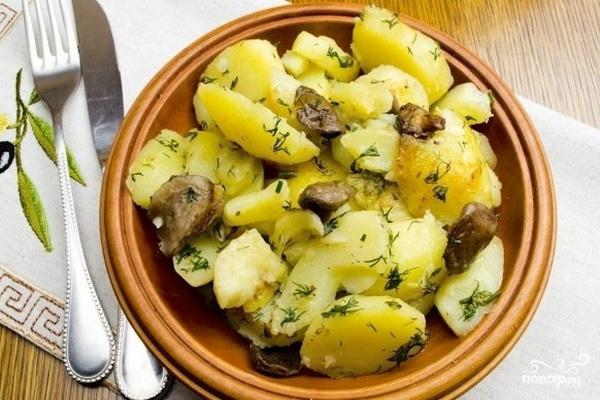 Маслята, жареные с картошкой на сковороде и в мультиварке