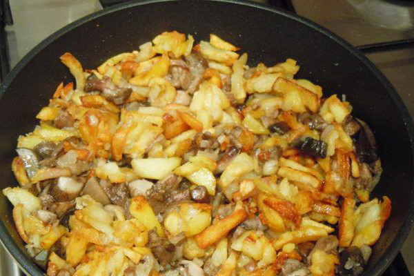маслята жареные в сметане с картошкой
