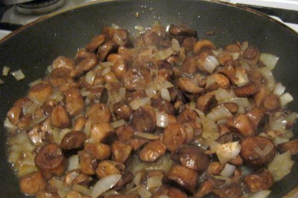 лук с грибами