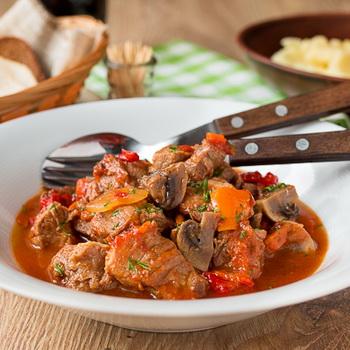 Мясо с грибами и сладким болгарским перцем