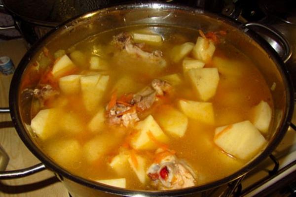 Картошка с тушенкой рецепт в кастрюле с пошагово