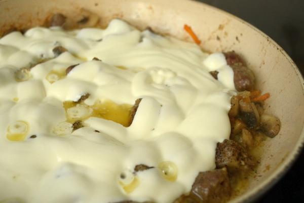 Картошка, тушенная с мясом и грибами: рецепты сытных блюд