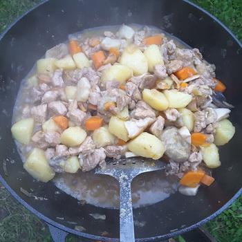 Картошка тушеная с мясом в казане