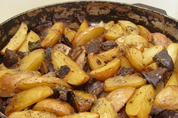 Как потушить картошку с грибами в казане