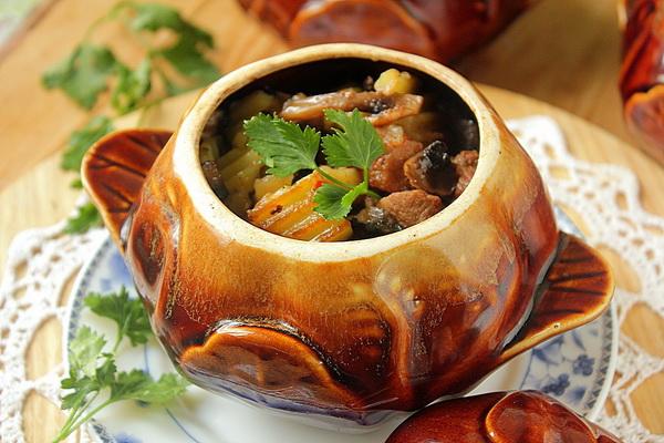 Картошка со свининой и грибами в мультиварке, духовке и на сковороде