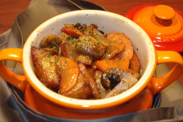 Тушеная картошка с грибами в мультиварке, скороварке, духовке, сковороде, кастрюле: рецепты с фото и видео