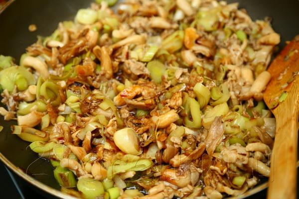 Вешенки с луком: рецепты жареных и маринованных грибов