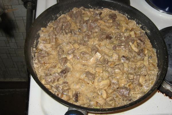 Мясо с сушеными грибами: рецепты для духовки и мультиварки