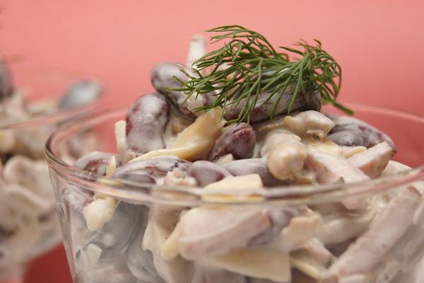 Салат из колбасы с опятами