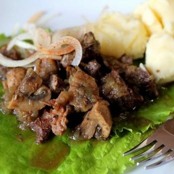 Мясо с маринованными грибами: рецепты приготовления