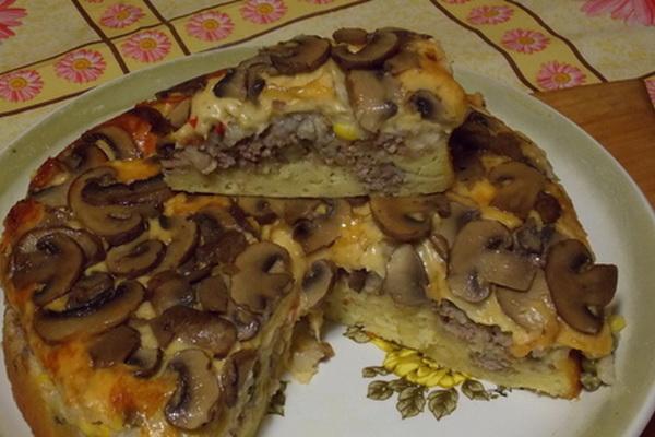 Слоёный пирог-перевёртыш с грибами и фаршем