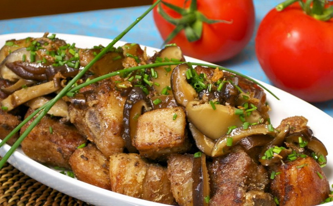 Свинина с опятами на сковороде, в духовке и мультиварке