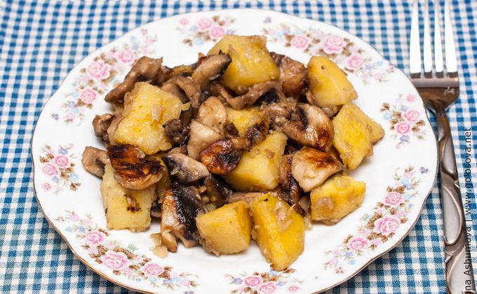 Картошка с грибами с мясом на сковороде рецепт с пошагово