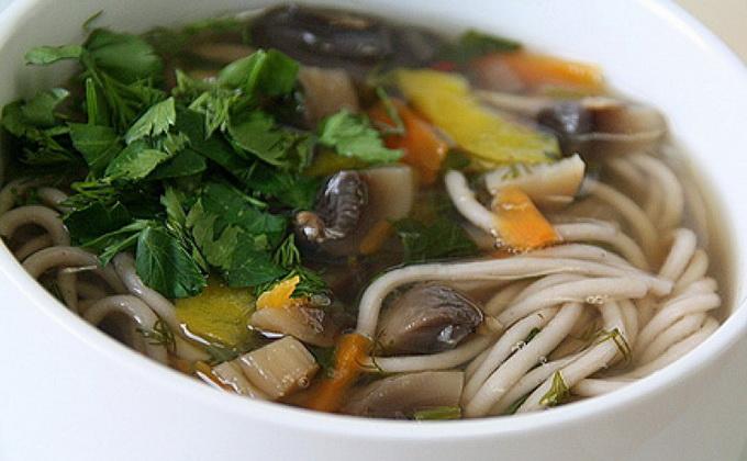 грибной суп из белых сушеных грибов с вермишелью