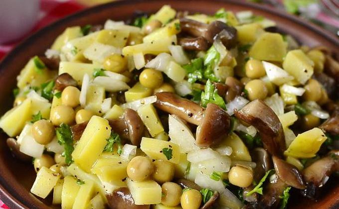 салат деревенский с картошкой и грибами