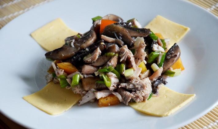 Рецепты куриных салатов с опятами