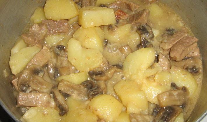 Рецепт: Картофель с мясом и грибами (в горшочках) на ...