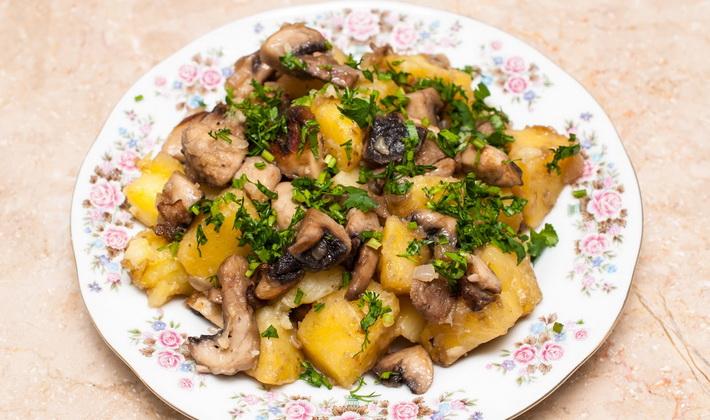 Жареные картошка с грибами рецепт со сметаной