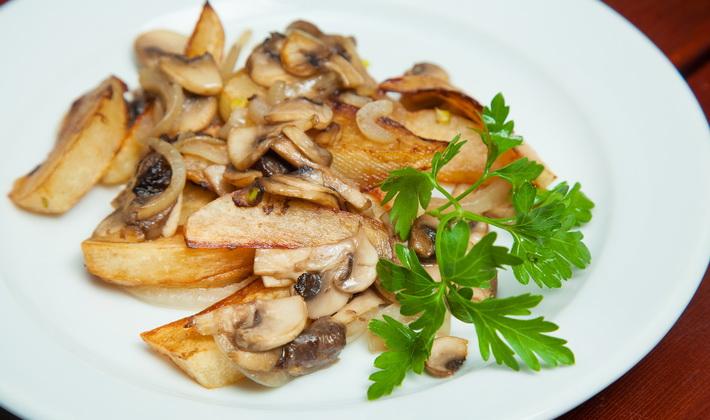Как приготовить картошку с мясом и грибами