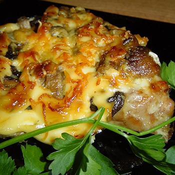 Как приготовить мясо с грибами и сыром
