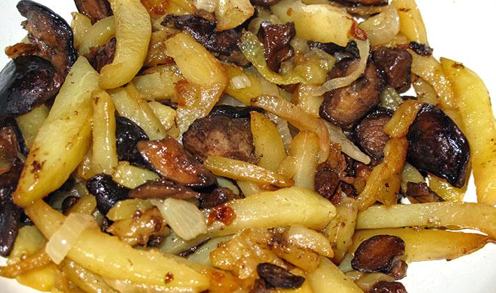 как жарить картошку с замороженными грибами на сковороде