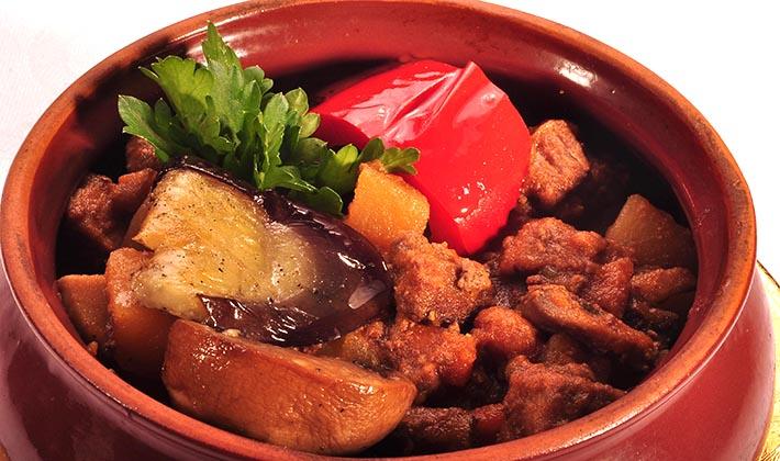Как приготовить мясо с грибами в горшочках в духовке