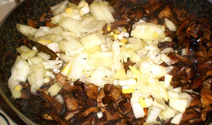 Как приготовить мясо с грибами в духовке: рецепты с фото