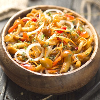Как мариновать опята с чесноком: рецепты приготовления