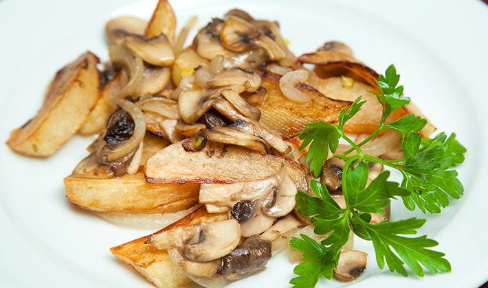 как правильно пожарить грибы с картошкой