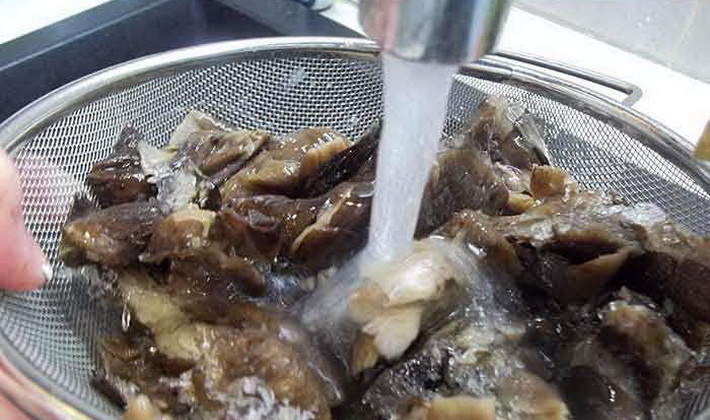 Блюдо из квашеной капусты и картошки с мясом