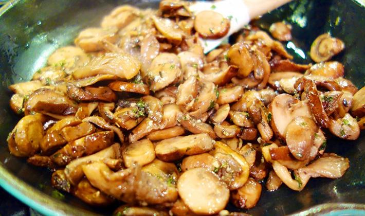 Как можно приготовить мясо с белыми грибами