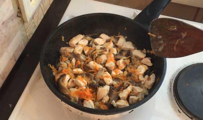 Аппетитная грудка с белыми грибами