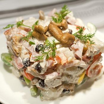 Салат с маринованными белыми грибами