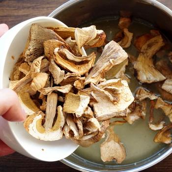 сколько времени варить сухие белые грибы для супа