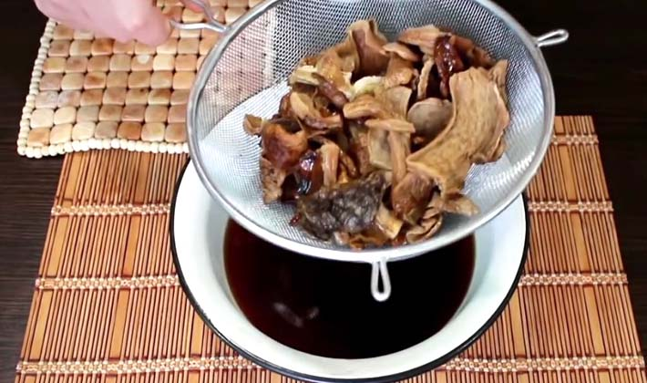 Как сварить домашнюю лапшу с белыми грибами