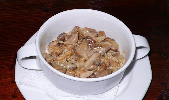 Грузди со сметаной: рецепты блюд