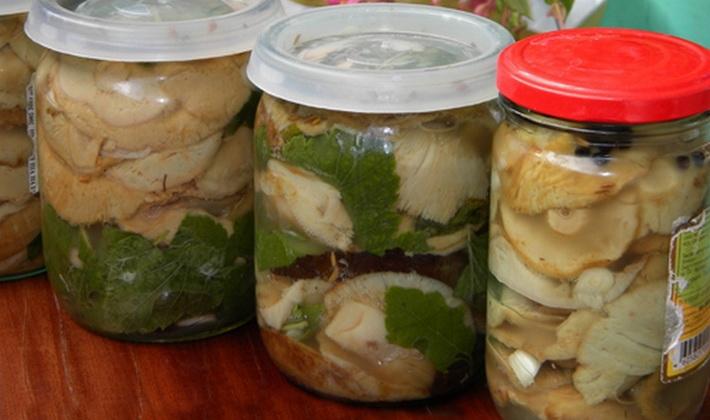 Салат соленым огурцом рецепт