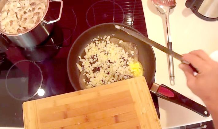 Супы из белых грибов с сыром: рецепты первых блюд
