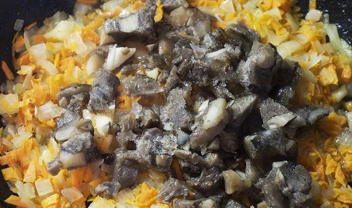 Салат с жареными грибами и яйцами рецепт
