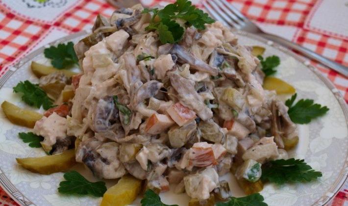 Салаты с солеными груздями: рецепты приготовления