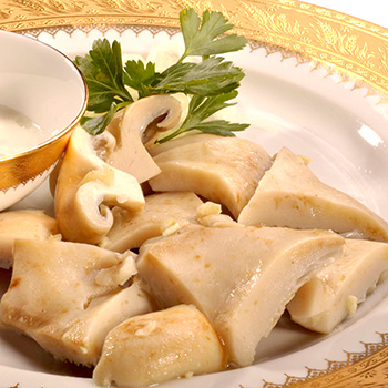 Маринованные и соленые грузди с чесноком: рецепты икры, засолки и маринования грибов