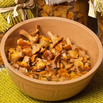 Лисички, маринованные на зиму: домашние рецепты