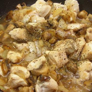 салат из грибов и куриного мяса