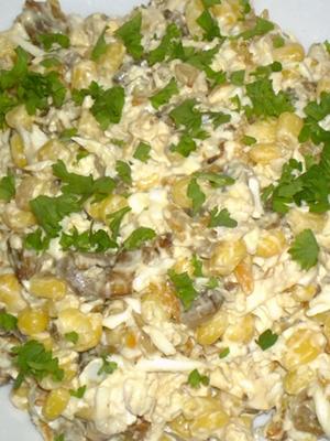 Сытные салаты с мясом и грибами