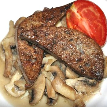 Печень с грибами  в сметанном соусе: быстрые варианты